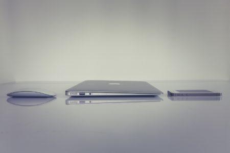 パソコンとマウスの画像